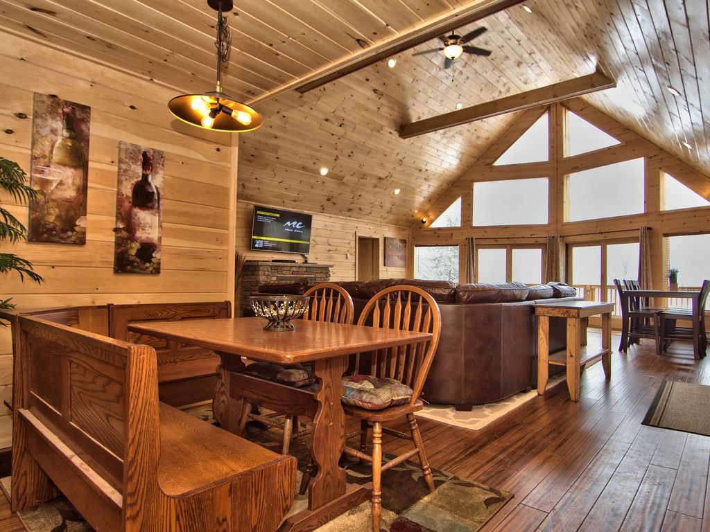 Pocono cabin rental properties cabin rentals for groups for Cabin bachelor party